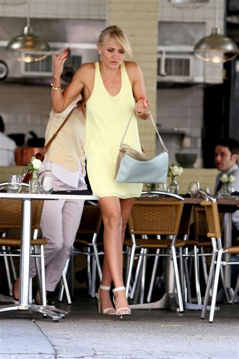 Cameron Diaz Wardrobe In The by Cameron Diaz And Leslie Mann On Set In Nyc 4 Zimbio