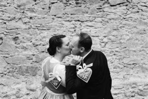 Braut Und Br Utigam by Trachtenhochzeit Eine Torte Wird Zum Farbkonzept