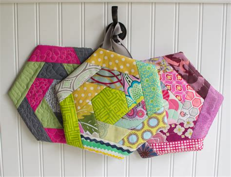 Free Quilted Potholder Pattern by Quilted Hexi Potholders Seams And Scissors