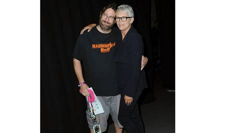 jamie lee curtis vietnam jamie lee curtis shares sweet moment with comic con fan