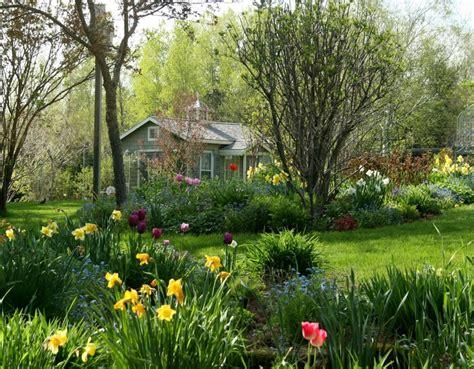 pretty cottage gardens beautiful cottage garden cottages
