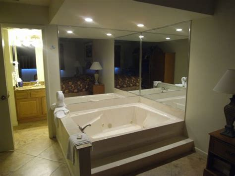 jacuzzi tub  master bedroom bedroom design ideas
