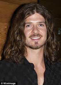 robin thicke gets a buzz cuttake a look e online robin thicke is unrecognisable as he shows off unruly long