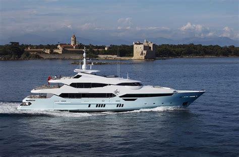 interni da sogno yacht di lusso interni da sogno per un maestoso 47 metri