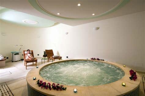 motel con vasca idromassaggio doppia vasca idromassaggio in da letto hotel sorriso