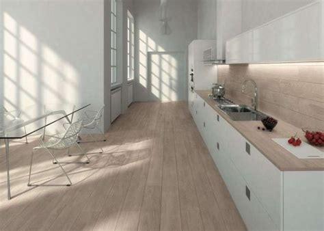 piastrelle cucina effetto legno oltre 25 fantastiche idee su casa con rivestimento di