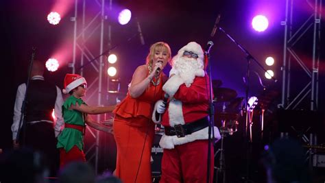 thousands add their voices at lake macquarie carols by