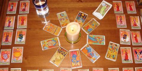 como realizar preguntas al tarot elementos importantes del tarot tirada