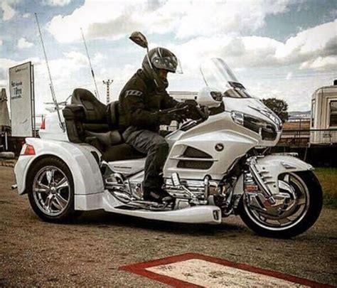 cem yilmazin  tekerlekli motor aldi magazin haberleri