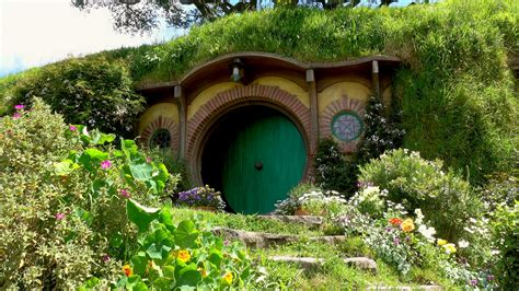 hobbit hole bilbos hobbit hole www pixshark com images galleries