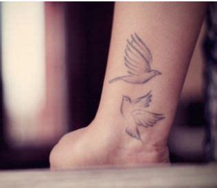 tatuaggi polso interno immagini tatuaggio interno polso di due uccelli the house of