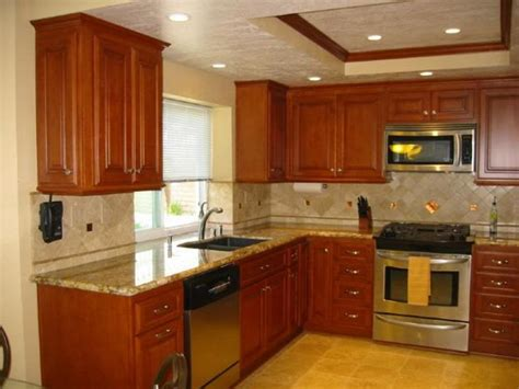 kitchen colors for oak cabinets selecting the right kitchen paint colors with maple