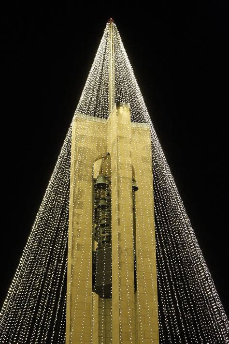 carillon tree of light and a carillon christmas 2017