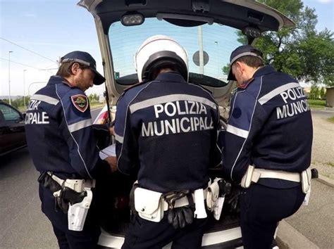 polizia municipale firenze ufficio verbali occupazione abusiva di suolo pubblica sigilli per un