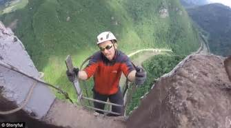 Chimney Flue Der Uk - climbers scale the tallest chimney in europe the trbovlje