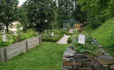 Build A Raised Garden Bed by How To Build A Raised Garden Bed