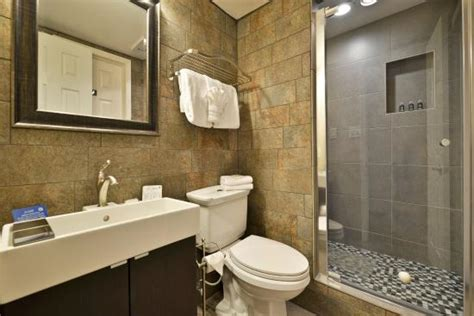 guest bathroom picture of best western innsuites yuma