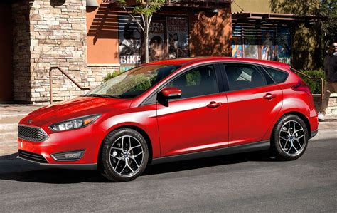 ford focus 2017 hatchback 2017 ford focus looks more longer autocarweek