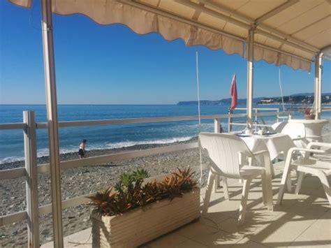 terrazza sul mare saletta tv foto di hotel savoy varazze tripadvisor