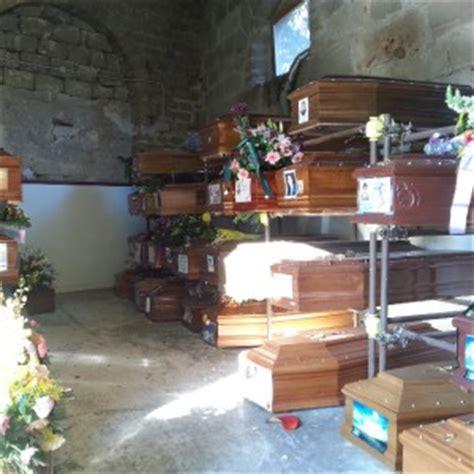 cimitero prima porta ricerca defunti cimitero dei rotoli al collasso 150 bare in attesa