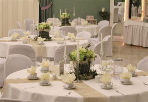 Tischdeko Creme Hochzeit by Tischdekoration In Gr 252 N Wei 223 Creme Beige Und Gold