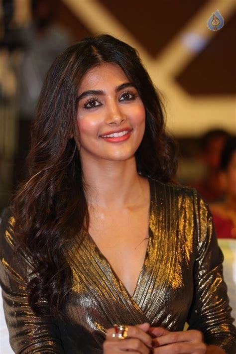 dj movie actress image pooja hegde latest photos photo 5 of 21