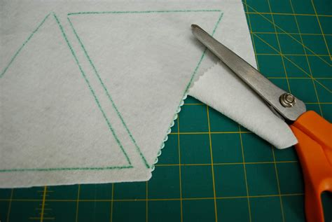 String Triangle - string of pennants weallsew bernina usa s