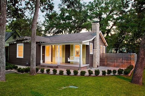 cute tiny house in trendy east atx houses for rent in แบบบ านอเมร ก นค นทร ออกแบบทรงเร ยบง าย แต สวยงามและน า