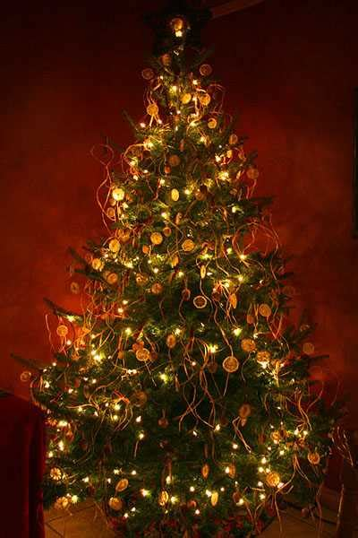 safe christmas decorating tips christmas tree decoration