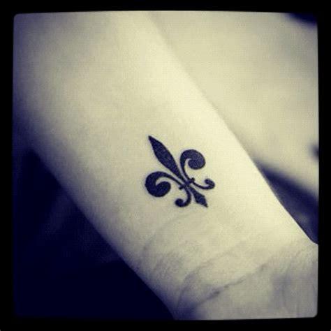 fleur de lis tattoo meaning fleur de lis tattoos best friends