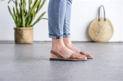 Sandal Fashion 2 Tali Transparan Classic Fashion Sandals Fse03 4 classic style brown avarca avarcas usa