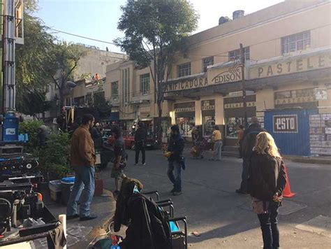 alfonso cuaron and roma mexico city set of alfonso cuar 243 n s new film roma robbed