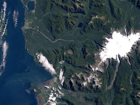 imagenes satelitales y aereas im 225 genes satelitales el volc 225 n chait 233 n antes y despu 233 s