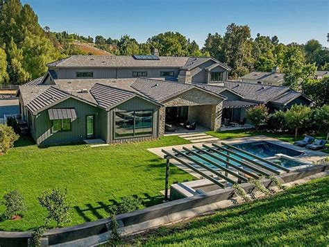 kris jenners house kris jenner drops 9 9 million for hidden hills mansion