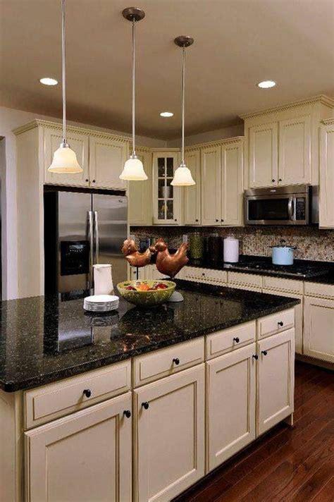 cocina beige  granito oscuro decoracion de cocina
