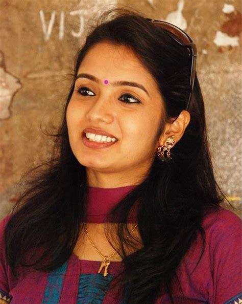 serial actress name photo srithika photo gallery nadhaswaram serial actress malar