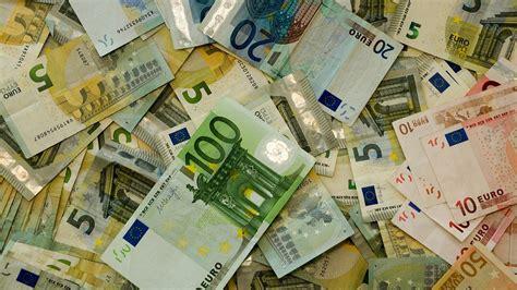 normativa antiriciclaggio banche antiriciclaggio trasferimenti di denaro e assegni