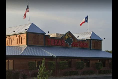 texas roadhouse ceo   salary   pay employees
