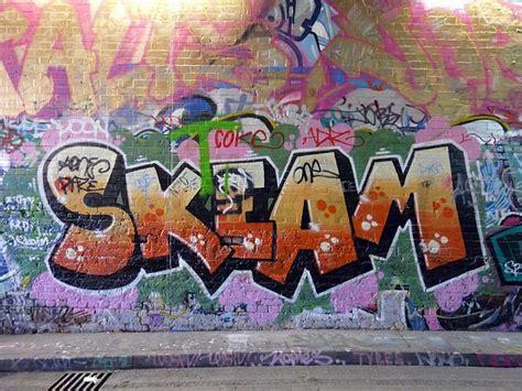 difference  graffiti  tagging