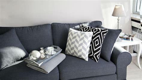 divani moderni grigi dalani cuscini grigi fascino sobrio per il tuo divano