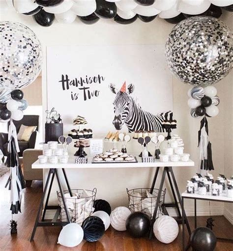black and white themed decorations ideas for a safari theme the