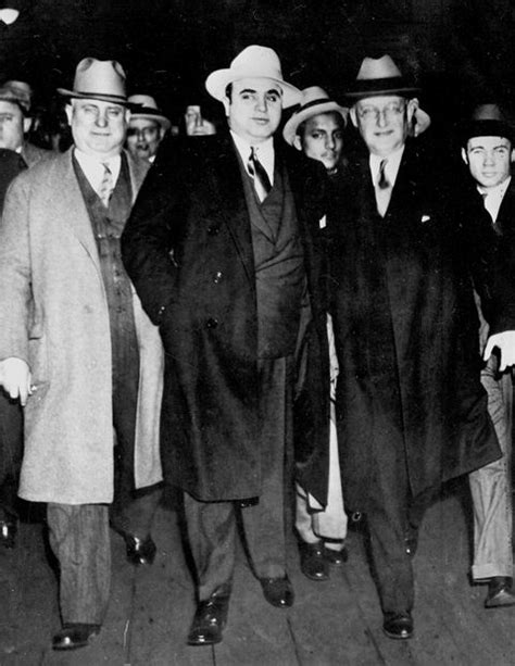al capone s wars a complete history of organized crime in chicago during prohibition books american history american civil war civil wars and war