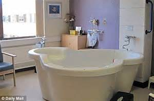 water birth in bathtub homebirths in u s rise by 29 per cent as some point to lower costs and hollywood