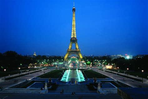 torre eiffel di notte illuminata parigi di notte tour della citta crociera sulla senna e