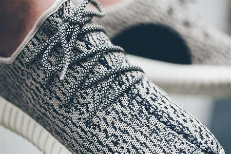 Adidas Yeezy Boost 04 adidas yeezy boost 350 cordons negres