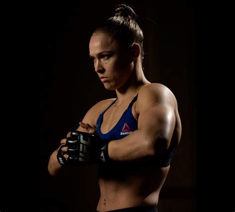 ronda rousey fight hairdo video ronda rousey shows ufc 207 fight kit on embedded