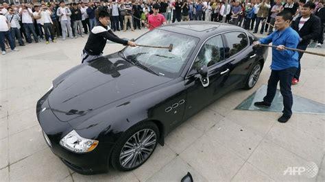 maserati china chinese man smashes his 420 000 maserati quattroporte in