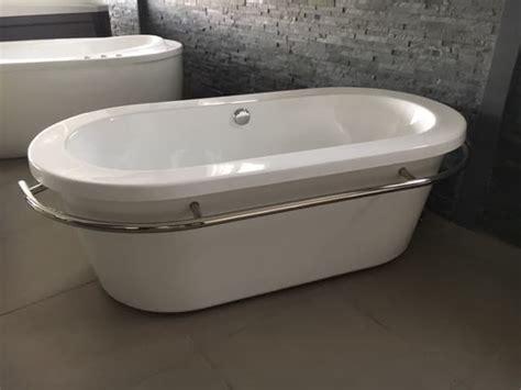 salle de bain baignoire ilot trapani expo baignoire