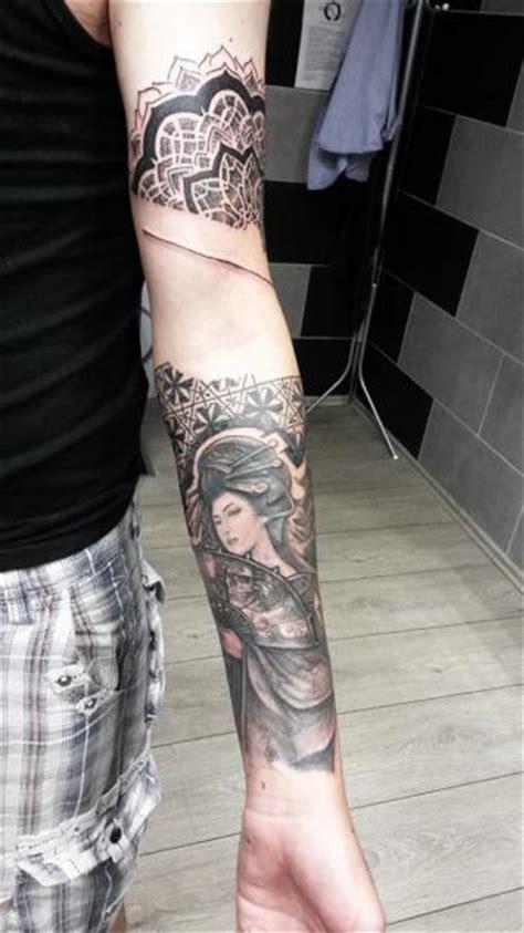 geisha en tattoo tatuaje brazo japoneses geisha por nazo