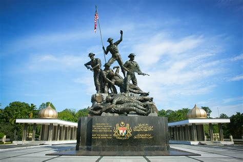 hari pahlawan kenang jasa perajurit berita tentera darat